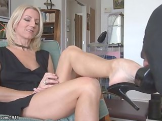 Awesome milf feet