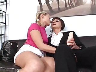 pale amateur and brunette momma pleasing with