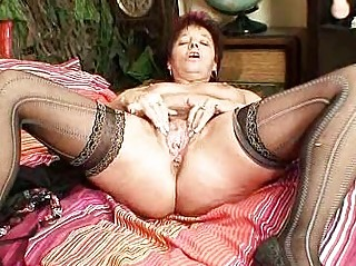elderly inexperienced milf shooting her kitty