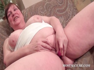 fat mature vibrating hungry pussy