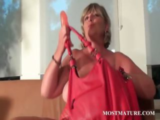 mommy dildoes her vagina with lust