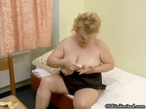 nasty plump lady wipes a banana on her part1