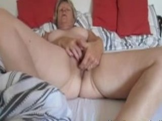 elderly roxanne from canada fisting at house