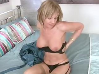 wonderful pantyhose mature babe craves sex