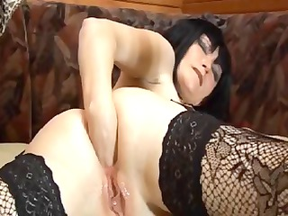 grownup brunette bitch in lacy nylons fists her