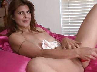 lady closeup kitty masturbation