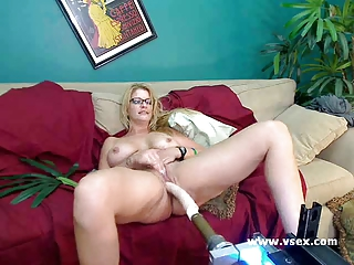 woman robbye bentley live fuck device cam