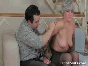 older whore licks on uneasy cock and takes