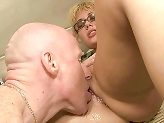 cougar couple pissing and drilling
